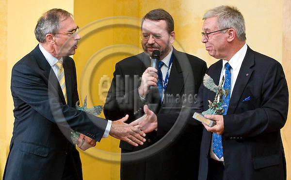 BRUSSELS - BELGIUM - 24 September 2014 -- 7th Confederation of European Waste-to-Energy Plants (CEWEP) Waste-to-Energy Congress 2014 - Local Energy from Local Waste - Affordable, Secure & Sustainable. -- Phoenix Award 2014 - Jan Manders (left), CEWEP Deputy President and Håkan Rylander (right) received the Phoenix Award from Ferdinand Kleppmann CEWEP President. -- PHOTO: Juha ROININEN / EUP-IMAGES