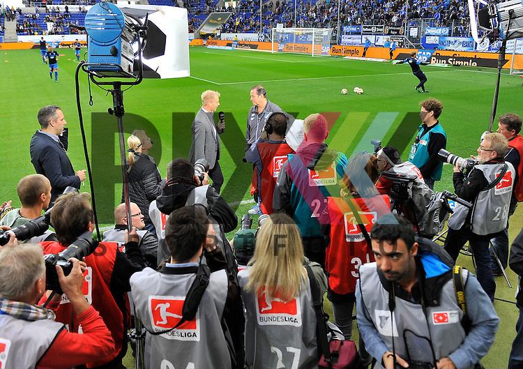 Hoffenheims Trainer Huub Stevens im Blickfeld der Presse / Fotografen beim Spiel in der Bundesliga TSG 1899 Hoffenheim - Eintracht Frankfurt.<br /> <br /> Foto &copy; PIX-Sportfotos *** Foto ist honorarpflichtig! *** Auf Anfrage in hoeherer Qualitaet/Aufloesung. Belegexemplar erbeten. Veroeffentlichung ausschliesslich fuer journalistisch-publizistische Zwecke. For editorial use only.