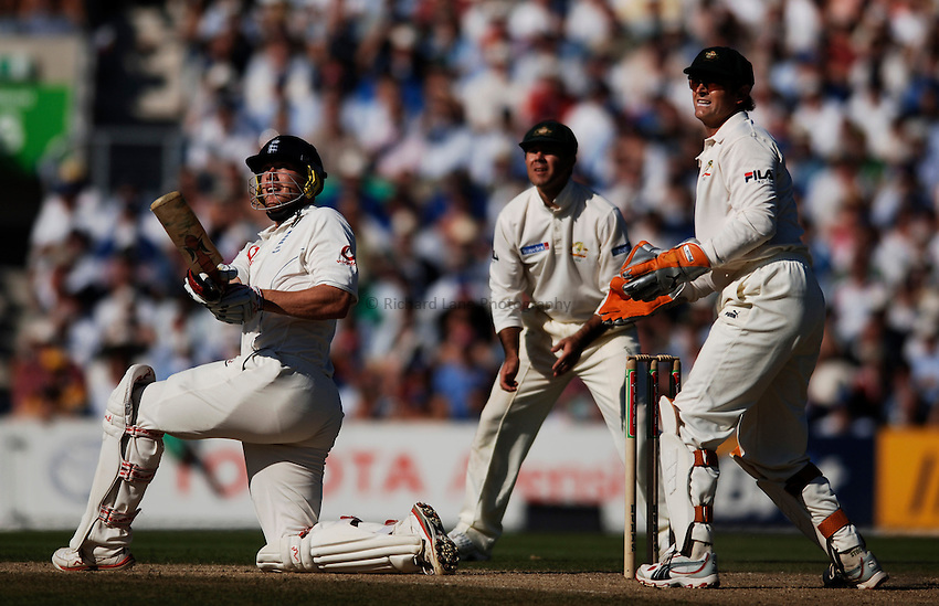 Photo: Glyn Thomas..England v Australia. nPower Test Series. The Ashes 2005..08/09/2005..England's Andrew Flintoff (L) hits out.