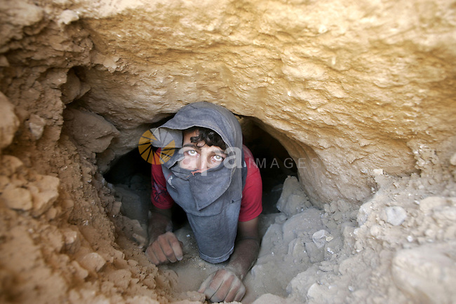 A Palestinian workers work at a tunnel Under Earth between Egypt and Gaza, the tunnel to smuggle food and milk for children and petrol in Rafah the southern Gaza Strip on 05 August 2009. Palestinian medical sources said on Tuesday evening, Palestinian worker were killed and injured a person struck by an electric shock inside a smuggling tunnels Underground on the border with Egypt, medical sources said that the latest deaths bring the number of victims of the collapse of smuggling tunnels along the border with Egypt to 112 young people killed because of spending. Photo By Abed Rahim Khatib