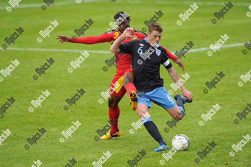 2013-05-26 / Voetbal / seizoen 2012-2013 / België - Engeland U19 / Nathan Kabasele (België) met Jack O'Connell..Foto: mpics