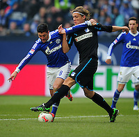 FUSSBALL   1. BUNDESLIGA   SAISON 2012/2013    27. SPIELTAG FC Schalke 04 - TSG 1899 Hoffenheim                       30.03.2013 Ciprian Marica (li, FC Schalke 04) gegen Jannik Vestergaard (re, TSG 1899 Hoffenheim)