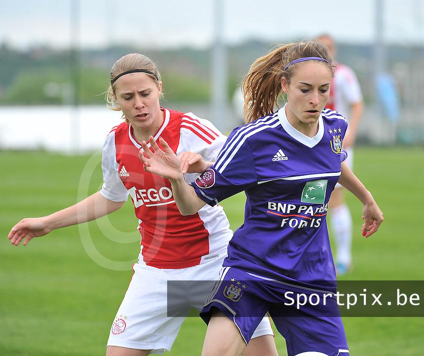 RSC Anderlecht Dames - Ajax Amsterdam : Tessa Wullaert aan de bal voor Sabine Becx.foto DAVID CATRY / Nikonpro.be