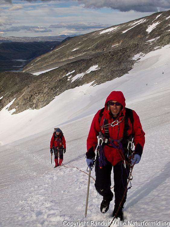 Brevandring på Tystigbreen. ---- Glacier travel.