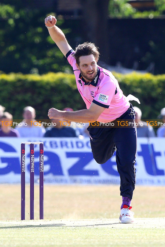 Mitchell McClenaghan in bowling action for Middlesex - Middlesex vs Essex Eagles - NatWest T20 Blast Cricket at the Old Deer Park, Richmond CC, Surrey - 10/07/15 - MANDATORY CREDIT: Gavin Ellis/TGSPHOTO