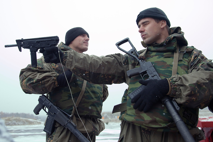 Krasnoarmeysk, Moscow Region, Russia, 29/10/2010..Members of Russian special forces inspect silenced weapons displayed by a dealer at training training exercise at a military base outside Moscow. The exercise was part of the Interpolitex 2010 state security exhibition.