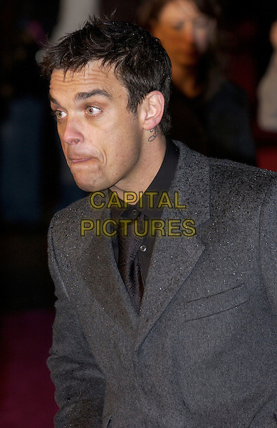 "ROBBIE WILLIAMS.""Bridget Jones: The Edge of Reason"" UK Gala Premiere.Odeon, Leicester Square.London 9 November 2004..portrait headshot .Ref: FIN.www.capitalpictures.com.sales@capitalpictures.com.©Steve Finn/Capital Pictures ."