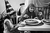 Gaza Shejaya: Yamen Al Batneeny c&eacute;l&egrave;bre son premier anniversaire avec sa tante et sa cousine. Il est n&eacute; pendant la guerre 2014 tandis que sa maison &eacute;tait d&eacute;j&agrave; compl&egrave;tement d&eacute;truite par un raid a&eacute;rien israelien. Pour son anniversaire, ses grands-parents ont obtenu la nouvelle que la reconstruction de sa maison commencera normalement la semaine d&rsquo;apr&egrave;s. 12/08/15<br /> <br /> Gaza Shejaya: Yamen celebrates his first birthday with his cousin and his aunt. He was born during the war 2014 while his house was already completely destroyed by an airstrike. For his birthday, his grand-parents got the news that the rebuilding of his home will normally happens the week after. 12/08/15