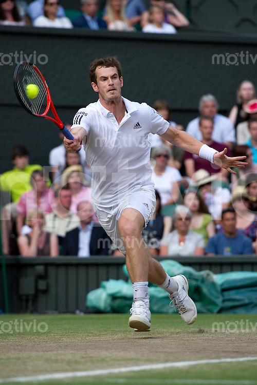 Andy Murray (GBR) plays against Jo-Wilfried Tsonga (FRA) on Centre Court. The Wimbledon Championships 2010 The All England Lawn Tennis & Croquet Club  Day 9 Wednesday 30/06/2010