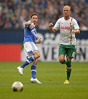 FUSSBALL   1. BUNDESLIGA   SAISON 2013/2014   8. SPIELTAG FC Schalke 04 - FC Augsburg                                05.10.2013 Julian Draxler (li, FC Schalke 04) gegen Kevin Voigt (re, FC Augsburg)