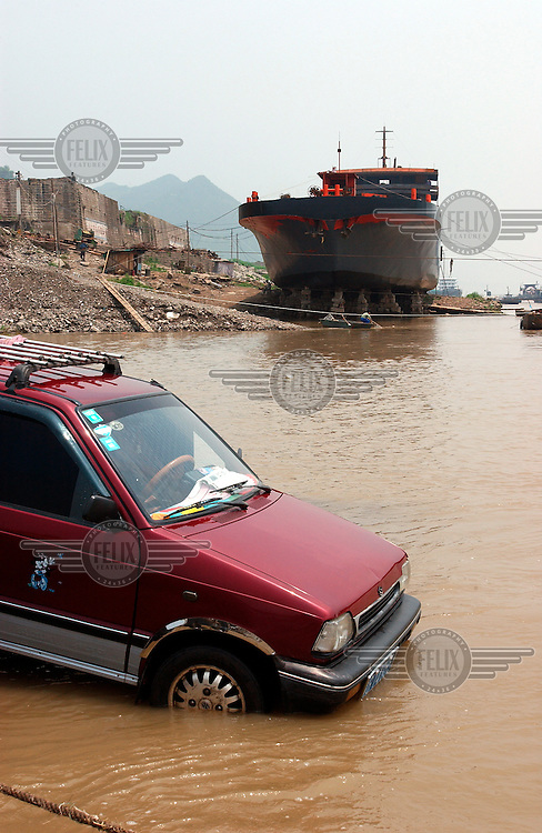 © Dermot Tatlow / Panos Pictures..04/2003. Old Fengdu, Sichuan province, China...Car wash in the Yangtze river. The river will raise the ship in the background as it rises once the 3 Gorges Dam is closed