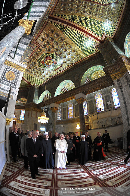 Pope Benedict XVI, centre, as he visits the Al-Aqsa Mosque compound, in Jerusalem's Old City, Tuesday, May 12, 2009.