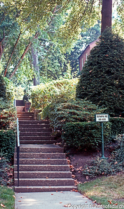 Clarence S. Stein/Henry Wright: Chatham Village, Pittsburgh. Steps from perimeter road parking. Photo '01.