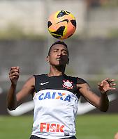SÃO PAULO,SP, 13 julho 2013 -   Edenilson durante treino do Corinthians no CT Joaquim Grava na zona leste de Sao Paulo, onde o time se prepara  para para enfrenta o Atletico MG pelo campeonato brasileiro . FOTO ALAN MORICI - BRAZIL FOTO PRESS