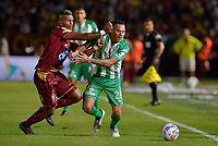IBAGUÉ - COLOMBIA, 06-06-2018: Carlos Renteria (Izq) jugador de Deportes Tolima disputa el balón con Aldo Leao Ramirez (Der) jugador de Atletico Nacional durante partido de ida por la final de la Liga Águila I 2018 jugado en el estadio Manuel Murillo Toro de la ciudad de Ibagué. / Carlos Renteria (L) player of Deportes Tolima vies for the ball with Aldo Leao Ramirez (R) player of Atletico Nacional during first leg match for the final of the Aguila League I 2018 played at Manuel Murillo Toro stadium in Ibague city. Photo: VizzorImage / Cristian Alvarez / Cont