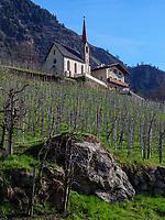 Kirche im Ortsteil Vellau, Algund-Lagundo, Provinz Bozen &ndash; S&uuml;dtirol, Italien<br /> Church of district Vellau, Algund-Lagundo, province Bozen-South Tyrol, Italy