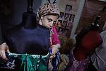 Atelier de couture de Mme Raqia, où sont frabriquées à la main les robes des danseuses. Mme Raqia est également professeur de danse du ventre internationnalement reconnue.