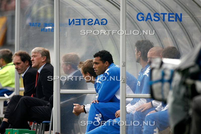 Nederland, Waalwijk, 15 oktober 2006 .Eredivisie .Seizoen 2006-2007 .RKC Waalwijk-Feyenoord (2-2) .Pierre van Hooijdonk van Feyenoord zit in de dug-out.