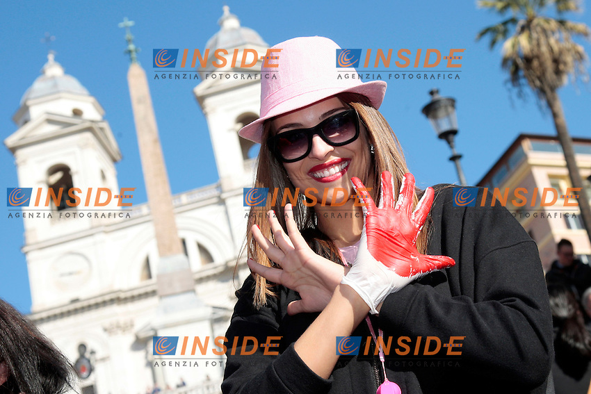 Chiara Chiabotto.Roma 14/02/2013 Trinita' de' Monti, Piazza di Spagna. Flash mob 'One billion rising' Hands off Women, contro la violenza sulle donne. Centinaia di donne si sono radunate a Piazza di Spagna per ballare contro la violenza sulle donne..Hundreds of women gathered this afternoon on the Spanish Steps for a Flash Mob 'One billion rising' Hands off Women, dancing against violence on women..Photo Samantha Zucchi Insidefoto