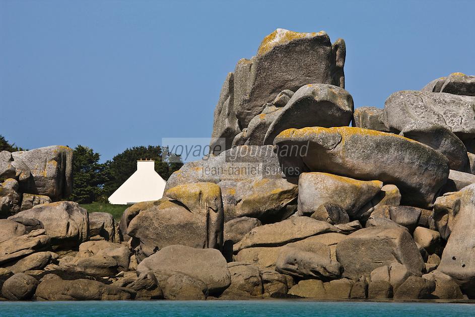 Europe/France/Bretagne/29/Finistère/Brignogan:   Rochers de la Côte des  Légendes et habitat isolé
