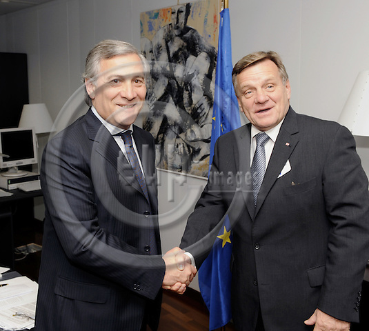 Brussels-Belgium - 12 November 2008---Antonio TAJANI (le), Vicepresident of the European Commission and in charge of Transport, receives Hartmut MEHDORN (ri), CEO of Deutsche Bahn AG---Photo: Horst Wagner / eup-images