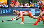 Den Bosch  - Caia Van Maasakker (Ned) neemt strafcorner, pc,    tijdens  de Pro League hockeywedstrijd dames, Nederland-Belgie (2-0). COPYRIGHT KOEN SUYK