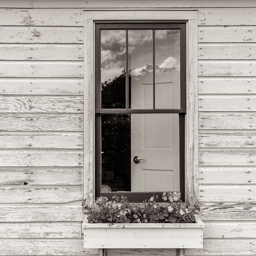 WINDOW BOX #blackandwhite #monochrome #doorcounty #wisconsin @midewestmemoir