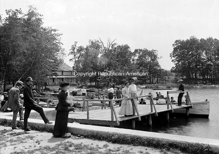 Ladies and gentlemen enjoying Lake Quassapaug in Middlebury, 1909