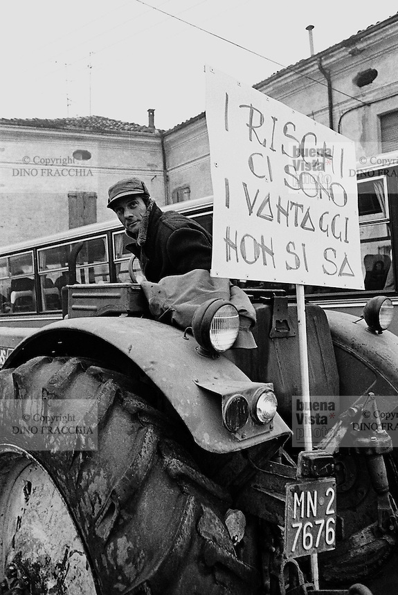 - Viadana (Mantua) demonstration against nuclear power stations on the Po river (December 1978)....- Viadana (Mantova) manifestazione contro le centrali nucleari sul fiume Po (dicembre 1978)