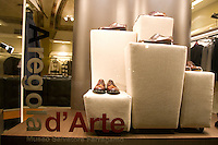 Vetrina del negozio di Salvatore Ferragamo a Firenze.<br /> Salvatore Ferragamo's shop window in Florence.<br /> UPDATE IMAGES PRESS/Riccardo De Luca