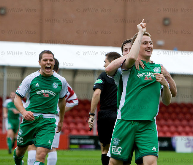 Derek Riordan celebrates his goal to Scotland manager George Burley watching in the stand
