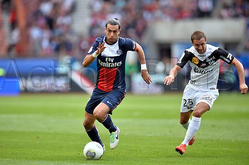 31.08.2013. Paris, France. French League football. Paris St Germain versus Guingamp Aug 31st.  Javier Pastore (psg) - Reynald Lemaitre (gui)