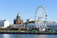 Finnair Skywheel und orthodoxe Uspenski-Kathedrale, Helsinki, Finnland