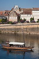 Europe/France/Aquitaine/24/Dordogne/Bergerac: Une gabare touristique sur la Dordogne  La vieille ville vue sur  les bords de la dordogne