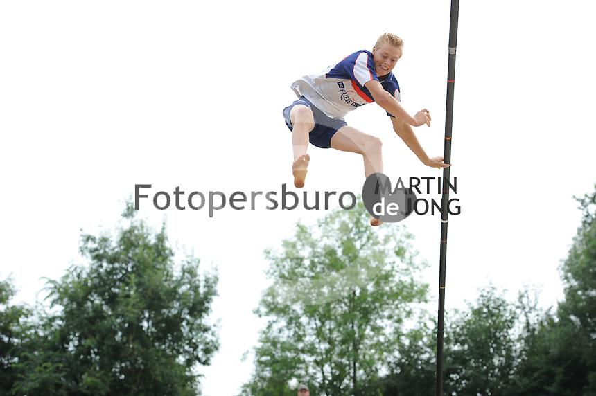 FIERLJEPPEN: GRIJPSKERK: 17-08-2013, 1e Klas wedstrijd, Sietse Bokma, ©foto Martin de Jong