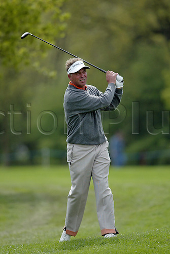 7 May 2004: Northern Irish golfer Darren Clarke looks into the distance after playing a driver from the light rough during the second round of the Daily Telegraph Damovo British Masters played at the Marriott Forest of Arden, Birmingham. Photo: Neil Tingle/Action Plus..040507 golf golfer golfers