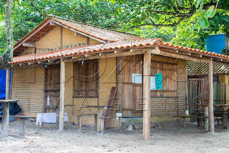 Casa  de pau a pique na Praia do Sono, Paraty - RJ, 01/2016.