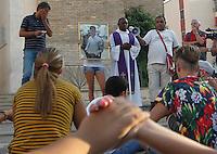 Cortei e preghiere vval Rione Traiano in attesa di Davide       Davide Bifolco di 17 anni  e stato ucciso da un carabiniere<br /> Napoli 10 settembre 2014
