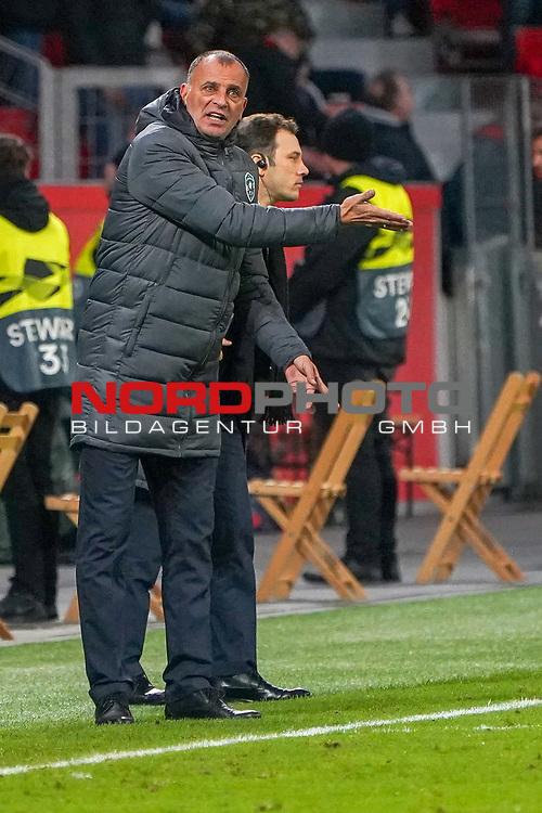 29.11.2018, BayArena, Leverkusen, Europaleque, Vorrunde, GER, UEFA EL, Bayer 04 Leverkusen (GER) vs. Ludogorez Rasgrad (BUL),<br />  <br /> DFL regulations prohibit any use of photographs as image sequences and/or quasi-video<br /> <br /> im Bild / picture shows: <br /> Trainer / Headcoach Paulo Autuori (Rasgrad), regt sich heftig auf, Gestik, Mimik,   <br /> <br /> Foto © nordphoto / Meuter<br /> <br /> <br /> <br /> Foto © nordphoto / Meuter