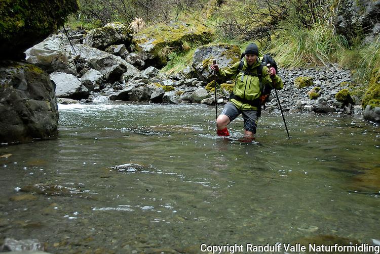 Jente går langs liten elv ---- Girl hiking in small river