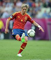 FUSSBALL  EUROPAMEISTERSCHAFT 2012   VORRUNDE Spanien - Italien            10.06.2012 Fernando Torres (Spanien) Einzelaktion am Ball