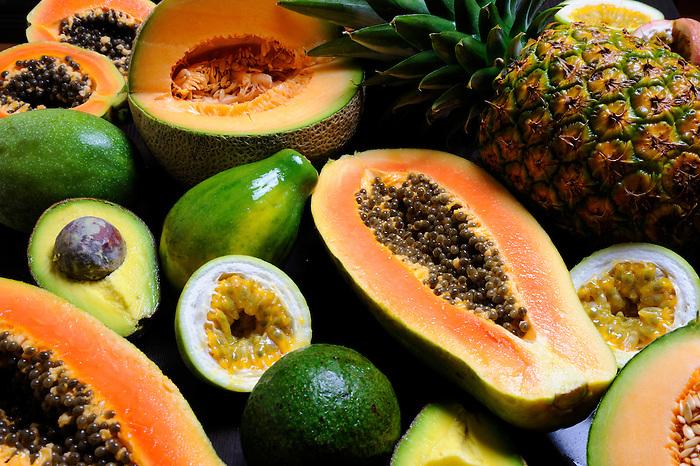 Frutas tropicales partidas | Víctor Santamaría.