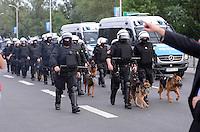 FUSSBALL  EUROPAMEISTERSCHAFT 2012   VORRUNDE Polen - Russland             12.06.2012 Polizisten im Einsatz rund ums Satdion