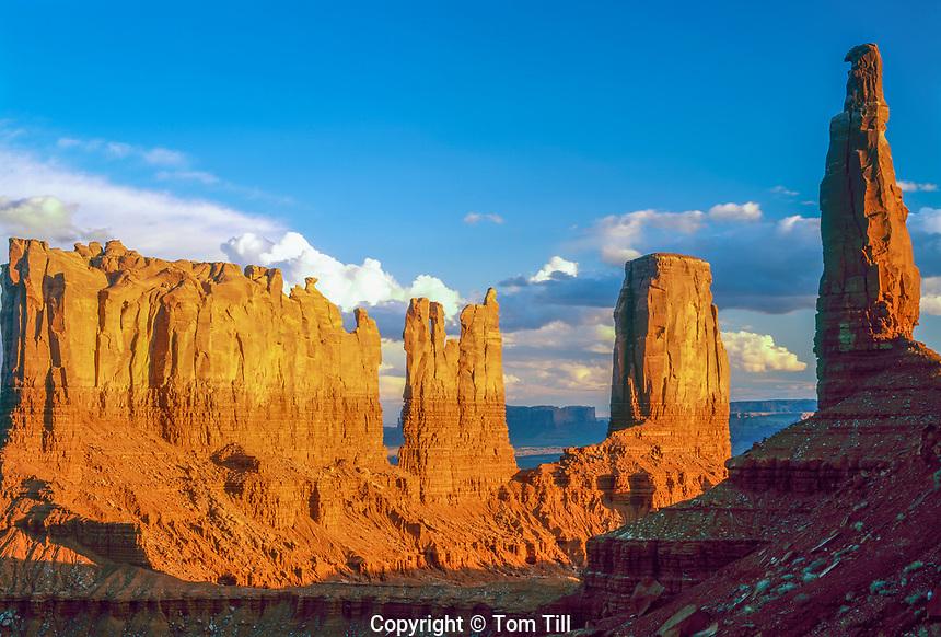 Spires of Monumnet Valley, Monumnet Valley Tribal Park, Utah Stagecoach, Bear, Rabbit, Castle, KIng on Throne