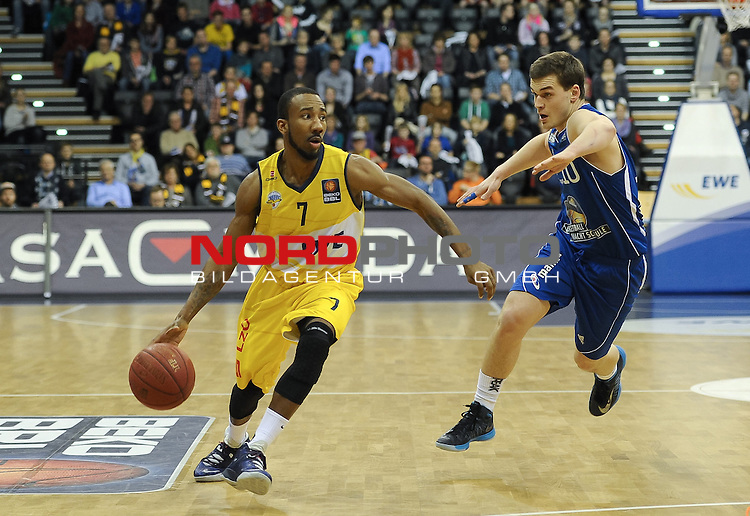 09.02.2014, EWE Arena, Oldenburg, GER, BBL, EWE Baskets Oldenburg vs FRAPORT SKYLINERS, im Bild Dru Joyce (Oldenburg #7), Max Merz (Skyliners #10)<br /> <br /> Foto &copy; nordphoto / Frisch