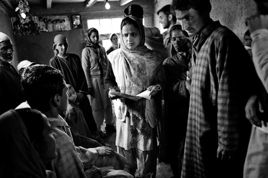 MSF is present in Indian-administered Kashmir. MSF provides basic health care and psychosocial counselling to a population traumatized by over 20 years of violence in the Kashmir Valley. Step by step, MSF has succeeded in creating more awareness about psychosocial problems among the population. In 2008, MSF's mental health program treated 6,324 patients. MSF supports 6 clinics in Kupwara district with basic health care and vaccination services and conducted over 10,000 consultations in 2008..Bowen Clinic 2010, Msf during a  psycho-consulting teraphy in the Bowen clinic.
