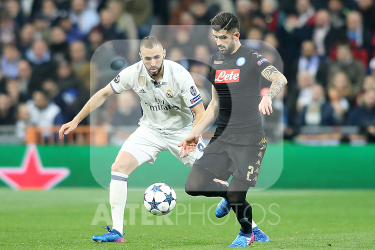 Real Madrid's Karim Benzema (l) and SSC Napoli's Elseid Hysaj during Champions League 2016/2017 Round of 16 1st leg match. February 15,2017. (ALTERPHOTOS/Acero)