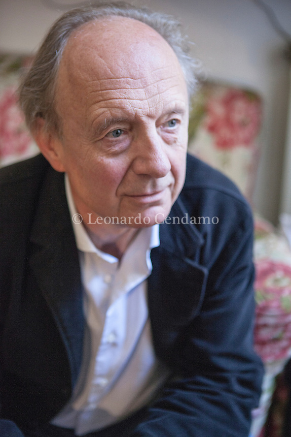 Giornalista professionista dal '79, Enrico Regazzoni, ex inviato dell'Europeo, ha insegnato all'Università di Padova e allo Iulm, è stato redattore dei tascabili alla Feltrinelli Editore. To day writer. Milan, 5 may 2014. © Leonardo Cendamo