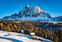 Italien, Suedtirol (Trentino - Alto Adige), Dolomiten, an der Wuerzjoch-Passstrasse: im Hintergrund der Peitlerkofel | Italy, South Tyrol (Trentino - Alto Adige), at Wuerzjoch-Pass Road: at background Peitlerkofel (Sass de Putia) mountains
