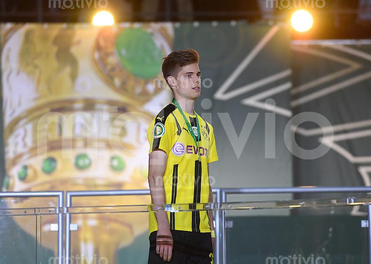 FUSSBALL  DFB POKAL FINALE  SAISON 2015/2016 in Berlin FC Bayern Muenchen - Borussia Dortmund         21.05.2016 Julian Weigl (Borussia Dortmund) enttaeuscht